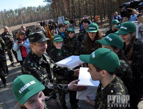 Міністр Швайка слідом за Миколою Присяжнюком теж приїхав на Житомирщину ліс садити. ФОТО