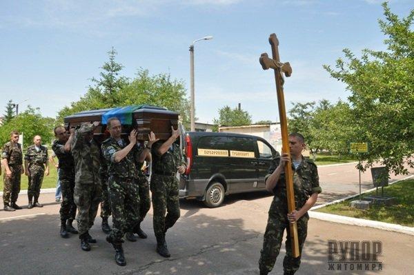 Житомир прощався із комбатом-десантником з Івано-Франківщини. ФОТО