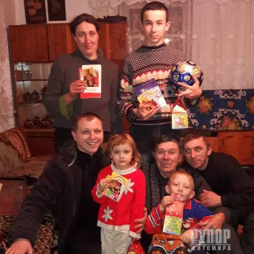 Ружинські свободівці привітали зі святами дітей одиноких матерів