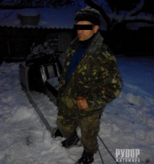 Житомирські прикордонники спільно з поліцією та у взаємодії з білоруськими колегами затримали порушника на снігоході
