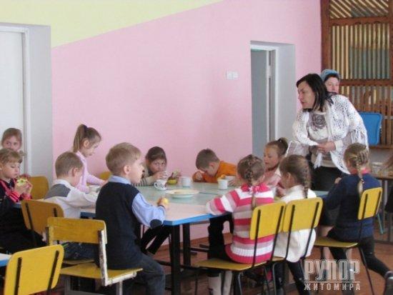 Житомирщина: Батьки ознайомилися з умовами навчання у школах, куди переводять учнів Корчацької ЗОШ