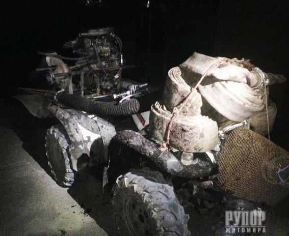 На Житомирщині затримали 19-річного бурштиношукача на квадроциклі. ФОТО