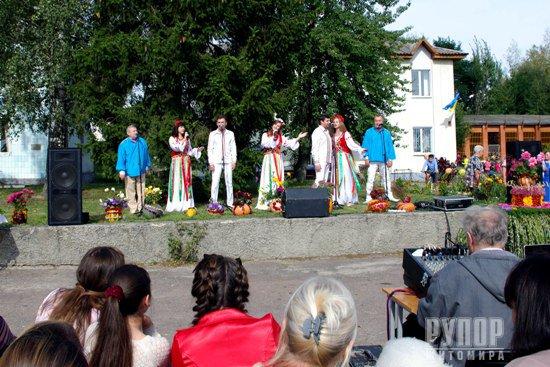 Чергові сучасні ігрові майданчики від Віктора Развадовського отримали діти Житомирщини