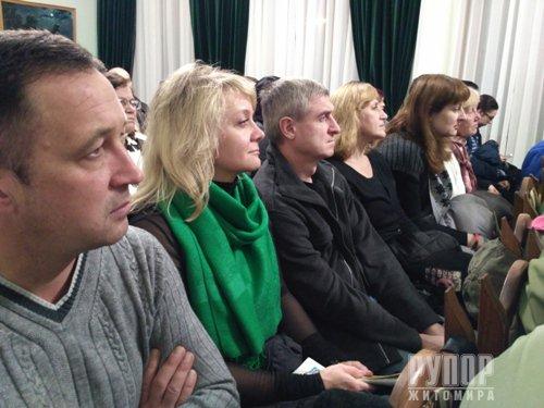 Близько шести годин для житомирців співав кобзар і лірник Тарас Компаніченко. ФОТО