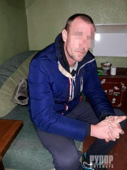 У Житомирі поліцейські затримали наркозбувача. ФОТО