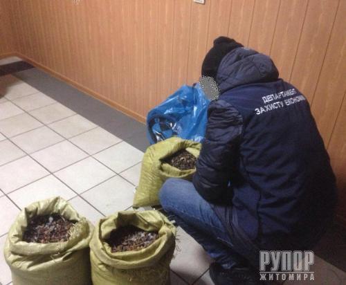 Обшуки на Житомирщині - викрито нелегальний цех з обробки бурштину. ФОТО
