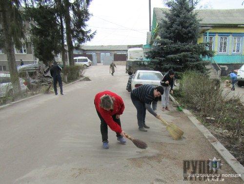 Поліцейські Олевського відділення розпочали весняну толоку