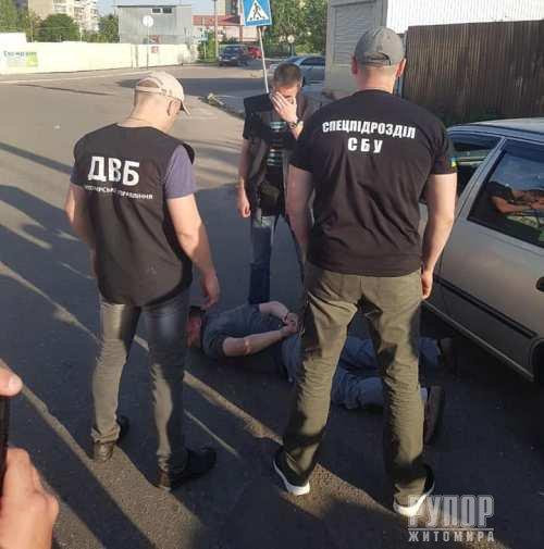 В Житомирській області на хабарі затримали підполковника поліції. ФОТО