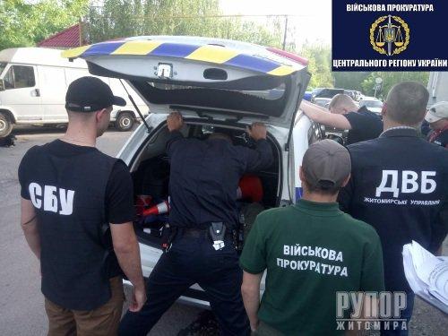 Подробиці затримання у Житомирі офіцера поліції