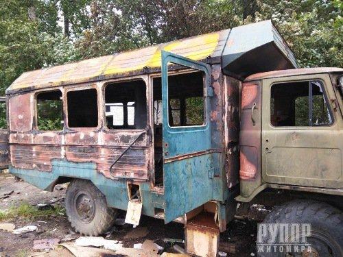 На Житомирщині загорівся автомобіль. ФОТО