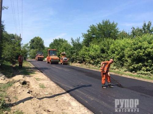 Після 25-річної перерви у Ружинському районі почали ремонтувати дороги