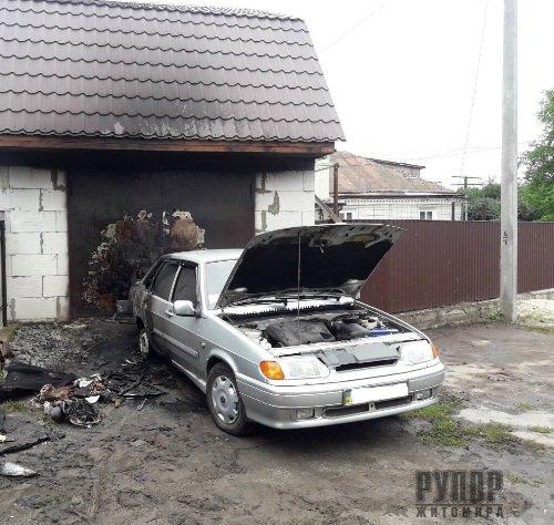 На Житомирщині згоріло два автомобіля. ФОТО