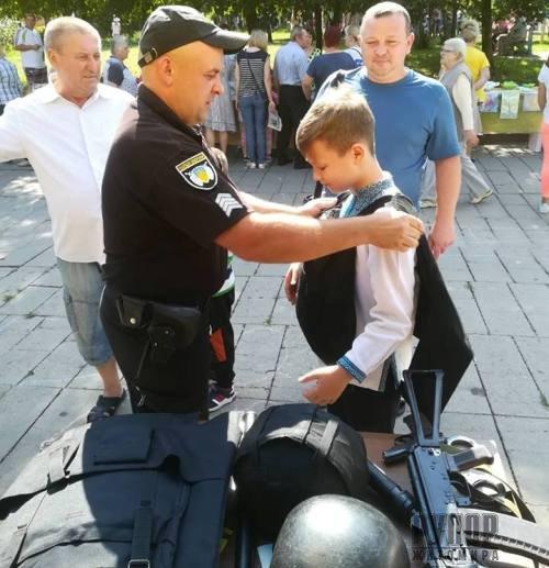 У Житомирі поліцейські охорони долучились до свята мікрорайону міста. ФОТО
