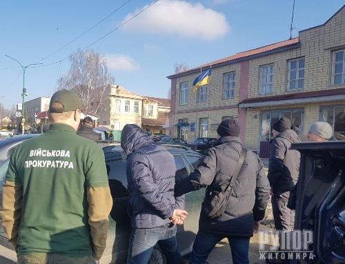 На Житомирщині слідчі оголосили підозру продавцю зброї