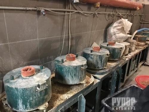 Майже 6 тонн бурштину, ймовірно видобутого на нелегальних копальнях Житомирщини та Рівненщини, знайдено в Одеській області