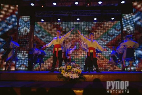 Танцювальний колектив «Юність» приємно вразив святкуванням свого 30-річчя