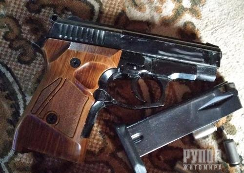 Поліція Житомирщини нагадує: за незаконне поводження зі зброєю і боєприпасами передбачена кримінальна відповідальність