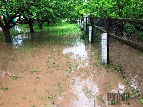 На Житомирщині внаслідок негоди рятувальники тричі за минулу добу виїжджали на відкачку води