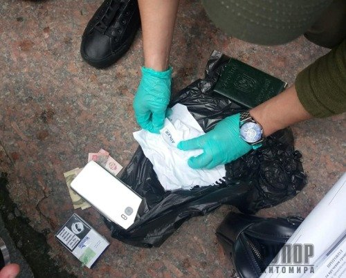 На Житомирщині СБУ викрила поліцейського на торгівлі наркотиками. ФОТО