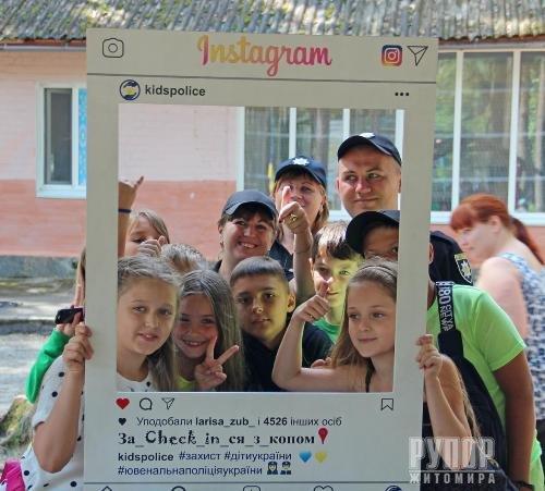 У Житомирі дітлахи «за_check_in_ились» з поліцейськими