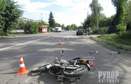 На Житомирщині в ДТП постраждав 80-річний водій мопеда