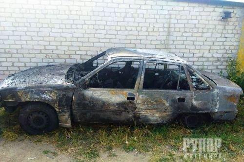 На Житомирщині згорів гараж з автомобілем. ФОТО