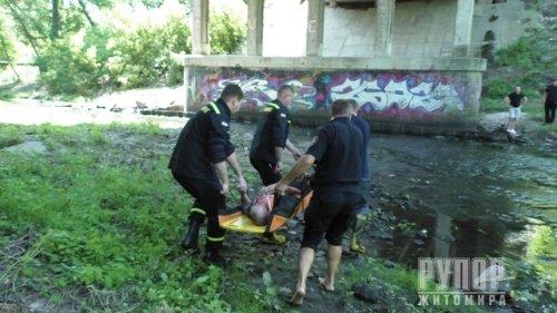 У Житомирі чоловік впав з Чуднівського мосту. ФОТО