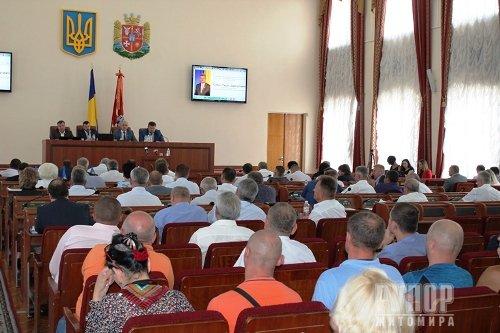 Зі зміненим складом президії обласної ради депутати відпрацювали позачергову сесію