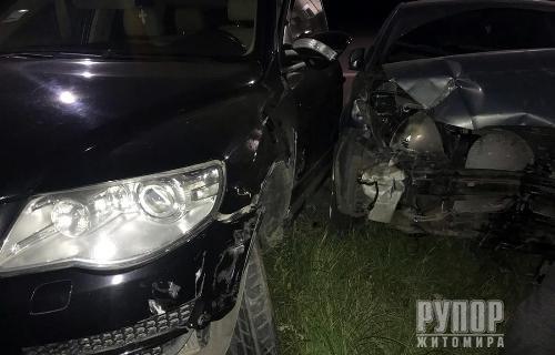 У Житомирі внаслідок ДТП травмовані водій та пасажирка легковика