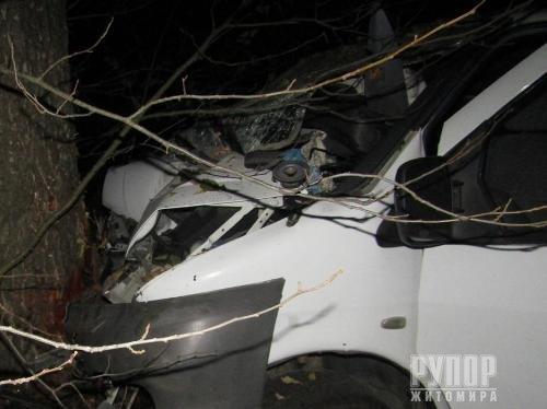 Фатальна ДТП: На Житомирщині унаслідок пригоди загинув чоловік та 5 людей травмовано