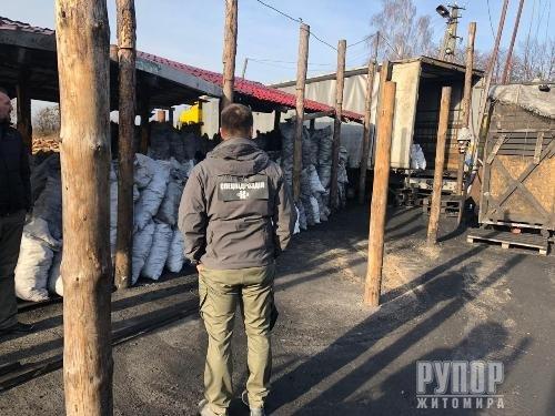 Розкрадання та нелегальний експорт державної деревини викрила СБУ на Житомирщині