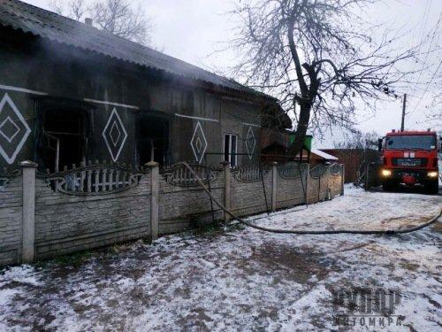 В Овручі під час пожежі в будинку врятували чоловіка