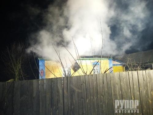 В Житомирській області врятували дві оселі від повного знищення вогнем
