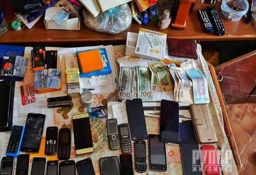 Оперативники затримали банду шахраїв, яка привласнила майже 18 мільйонів гривень