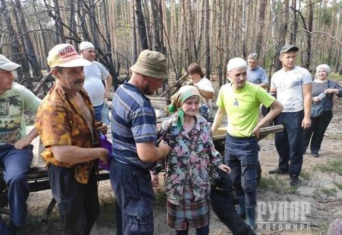 На Житомирщині знайшли 83-річну пенсіонерку, яка дві доби блукала у лісі