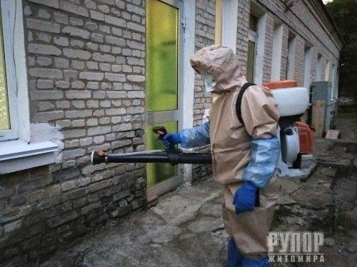 У двох районах, де підтвердилися випадки захворювання на COVID-19, рятувальники провели санобробку об'єктів