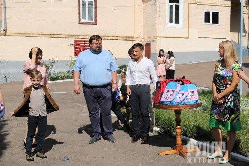 Сергій Сухомлин вручив перші портфелики дітлахам з особливими освітніми потребами