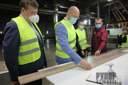На Житомирщині Прем'єр-міністр обговорив розвиток деревообробної промисловості з представниками галузі