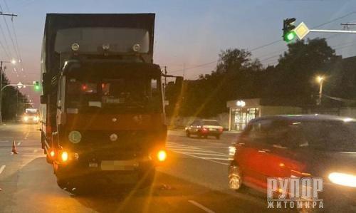 У Житомирі на проспекті Миру 15-річний підліток потрапив під вантажівку