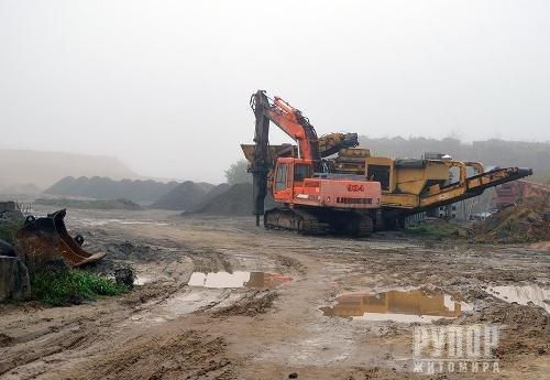 На Житомирщині під час обшуку вилучили каменедробильну техніку