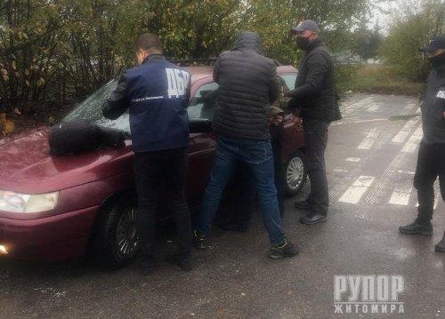20 тис грн для уникнення відповідальності за вбивство – ДБР затримало слідчого поліції Житомирщини