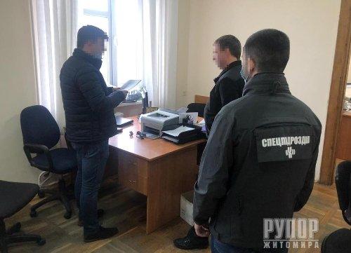 На Житомирщині СБУ викрила корупційну схему під час проходження габаритно-вагового контролю