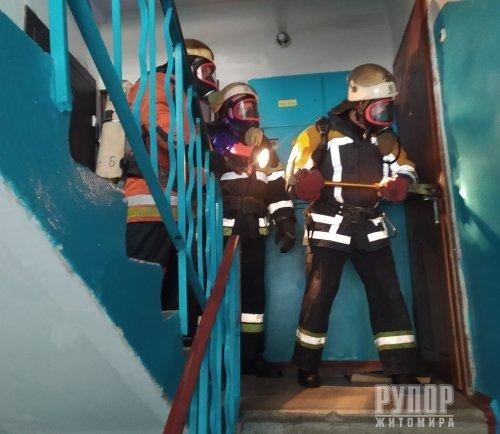 На пожежі у Новоград-Волинському вогнеборці врятували матір та її дитину