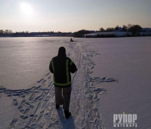 Трагедія в Житомирській області - на ставку двоє чоловіків провалилися під лід