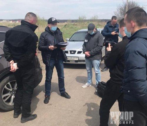 На Житомирщині СБУ затримала на корупції двох посадовців поліції