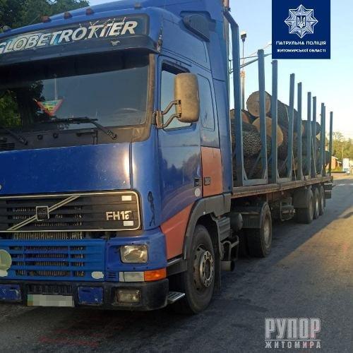 На Житомирщині затримали ще одну вантажівку, яка перевозила деревину без документів